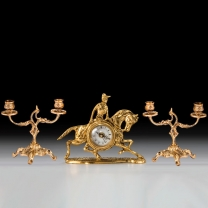 Часы настольные Жокей малые с канделябрами на 2 счечи, набор из 3 предм.