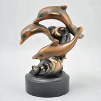 Скульптура Три дельфина